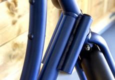 Nieuwe donkerblauwe damesfiets